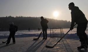Дворовой хоккей